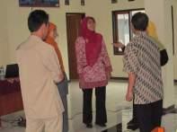 Berbagi tentang Menulis Artikel Ilmiah Populer di MGBK SMP Kota Cirebon